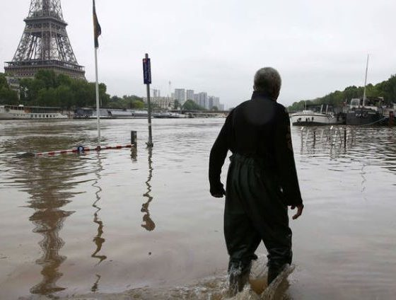 Museu do Louvre remove suas obras por risco de enchentes