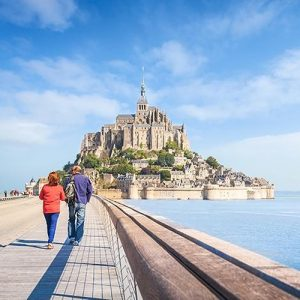 Detalhe do deck de madeira que liga Mont Saint Michel ao continente.