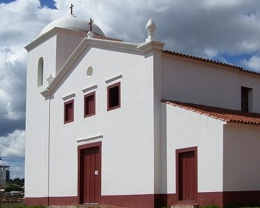 Construção de uma igreja colonial de sucata