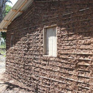 Construção de uma casa de taipa